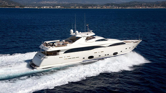 Charter rate drop on motor yacht Robusto
