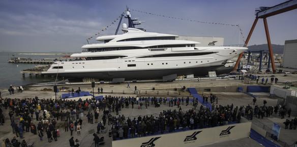 Superyacht Cloud 9: New Photos & Insights Emerge