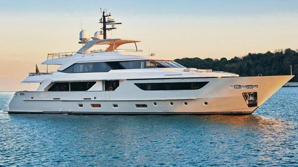 New-build Sanlorenzo SD126 yacht sold